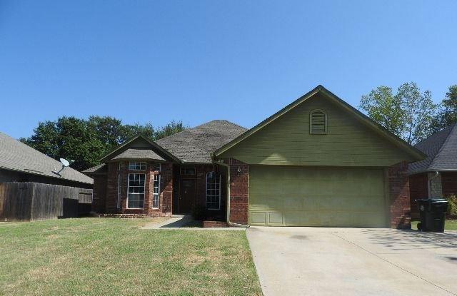 812 Hunters Run, Midwest City, OK 73130