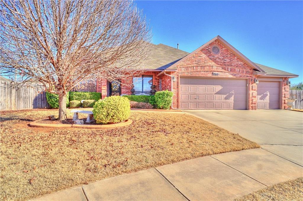 1908 NE 7th Circle, Moore, OK 73160