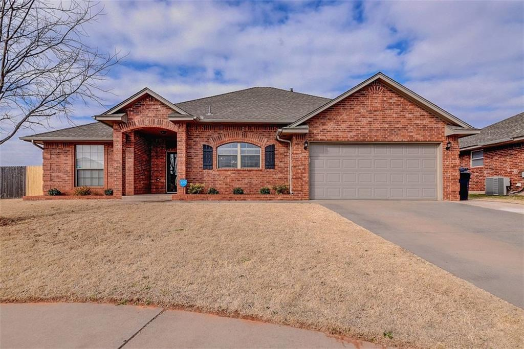 9313 Crooked Creek Lane, Moore, OK 73160