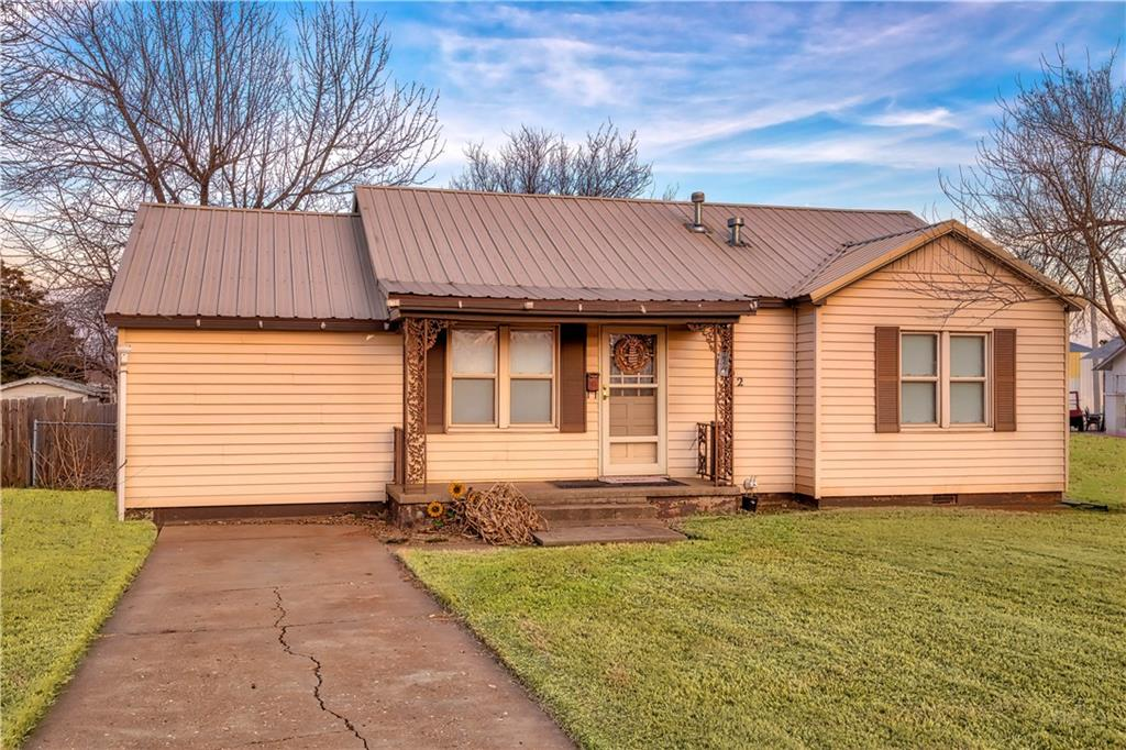 902 N Walker, Elk City, OK 73644